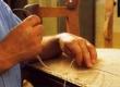 seotud keerdvedrude katmine linase riidega ja fikseerimine vedrude külge