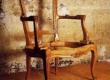restaureeritud  rokokoo stiilis tugitooli puiduraam enne mööblipolstri ja mööblikanga panemist.