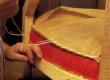 Tugitooli käetoe polstrialuse riide kinnitamine toetustraadi külge