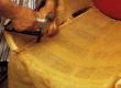 Tugitooli seljataguse polstrialuse rihmade katmine linase kangaga