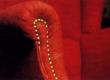 Tugitooli käetoe pealisriidega kaetud serva ääristamine dekoratiiv ilunaeltega