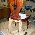 taastatud antiikse tooli tagumine sari ja jalad.