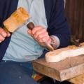 mööblidetaili nikerdamise protsess