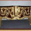 kummut valmistatud barokk stiilis. Nikerdused kaetud kulla pastaga 22c. 20. sajandi lõpp.