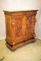 restaureeritud uus, neo renessanss tammepuidust rikkalikult nikerdatud kummut. 19. sajandi teisest poolest.