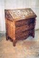 restaureeritud uus, neo renessanss tammepuidust,   rikkalikult nikerdatud ja sekretär kummut. 19. sajandi teisest poolest.
