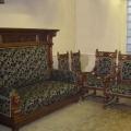 restaureeritud uus, neo renessanss kõrgendatud osaga diivan, kaks tugitooli, kaks tooli.