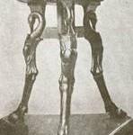 5ca35aba0bb Pigem tehti majapidamistarbeid kaunistamiseks kui kasutamiseks. Algselt  olid mõned lihtsad mööbliesemed majapidamises sageli kunstiteosed omaette.