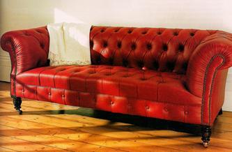Chesterfield-sohva upotetuilla napeilla