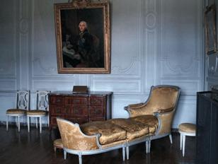 Klassitsistlikus stiilis kanapee